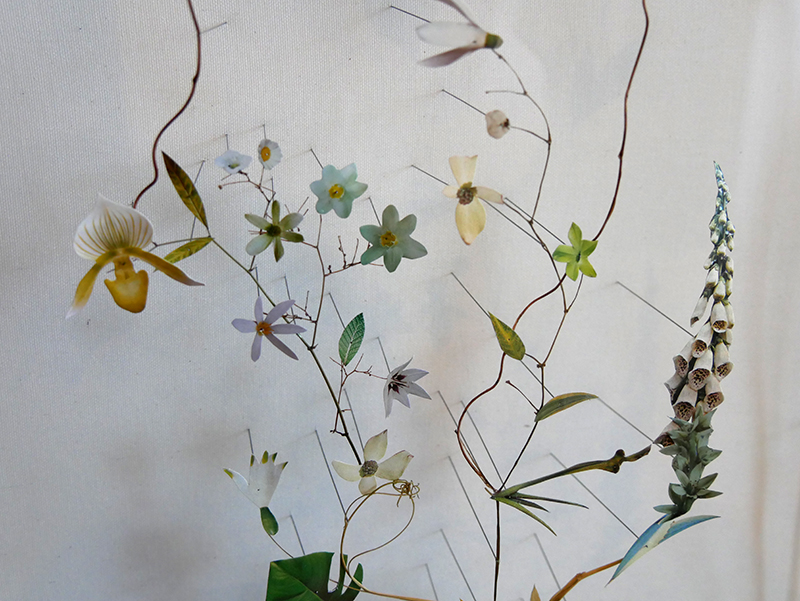 Anne ten Donkelaar/NL: Flower Construction # 73,100 x 80 x6,5cm, detail, 2015; paper, textile, dry flowers, branches, needles
