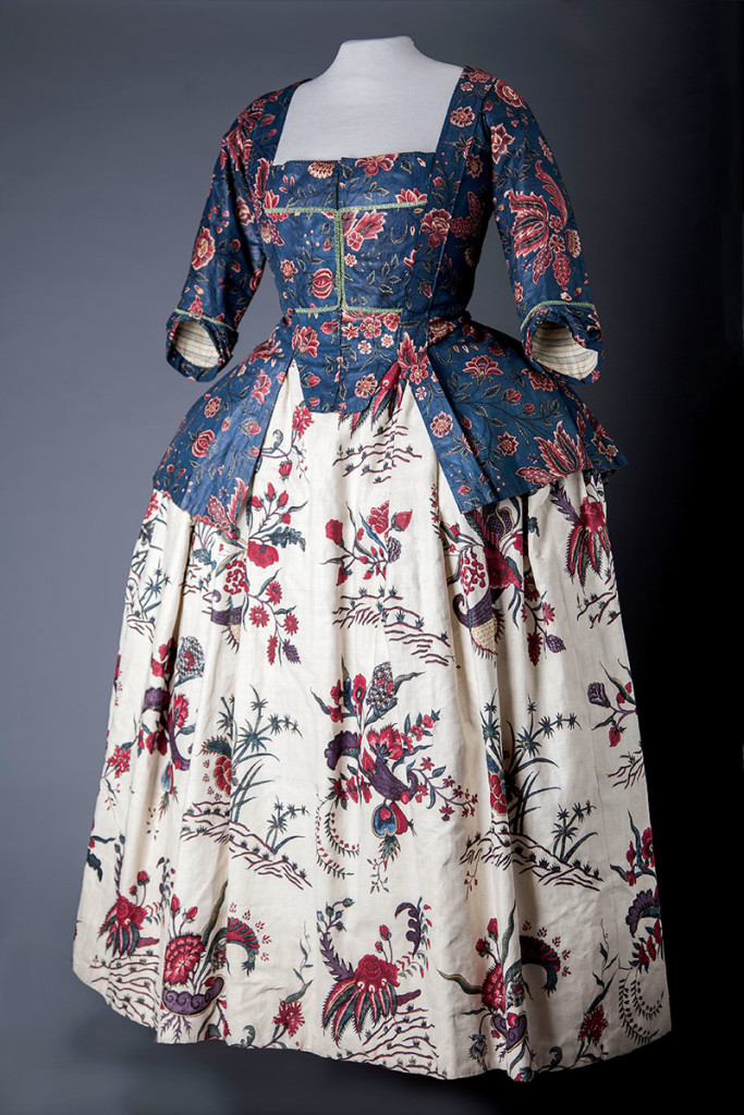 Jacket with skirt; worn around 1765. cotton, dyed in chintz technique, India approx. 1750. Jak: collection Fries Museum, Leeuwarden. Rok: Fries Museum Leeuwarden – collection Fries Genootschap. photo © fotostudio Noorderblik.