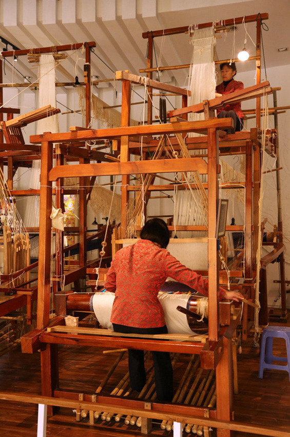 Draw loom