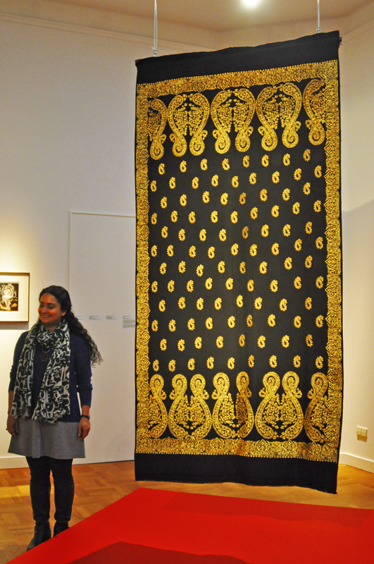 Aisha Khalid, 1972, Faisalabad/PK:Kashmiri Shawl,made with gold-coloured fixing pins