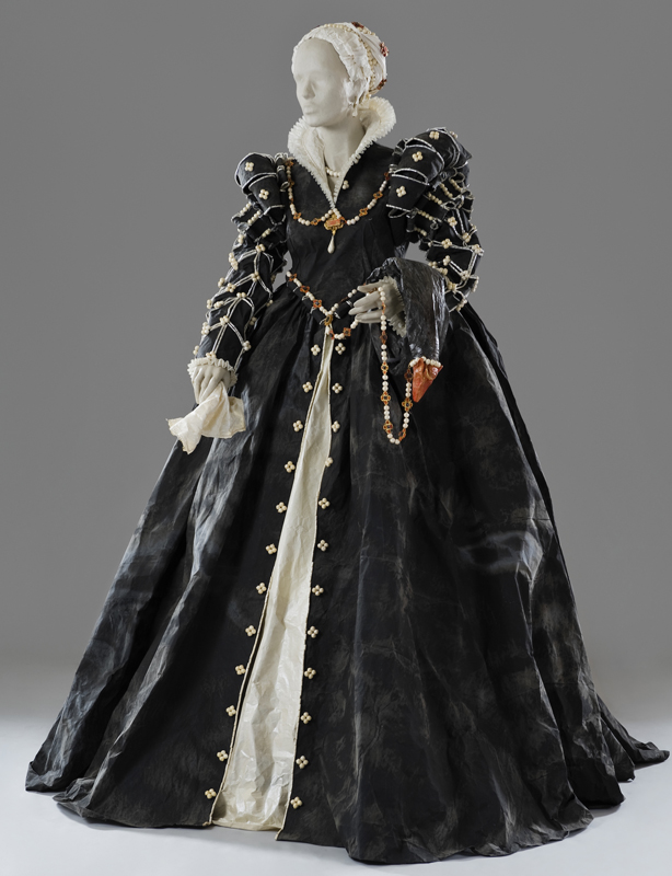 Isabelle de Medici (1542 - 1578 ; daughter of Cosme I and Eleonora de Toledo) created by Isabelle de Borchgrave in 2007