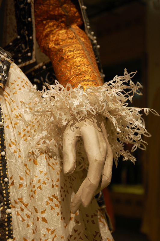 Detail of the Maria de Medici costume by Isabelle de Borchgrave; photo B.Sterk