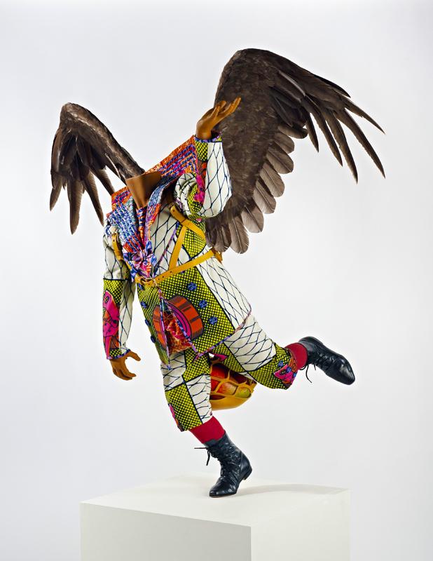 Yinka Shonibare, Food Faerie, 2011, Installation: Schaufensterpuppe, holländische Wachsdruckstoffe, Leder, Fiberglas und Gänsefedern, 130 cm x 50 cm x 130 cm, Courtesy Yinka Shonibare und Blain|Southern
