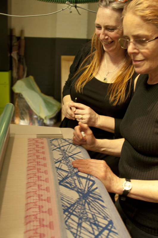 Cathryn Amidei (left) with participant of the TC2 Jacquard course at the Tilburg Textile Museum