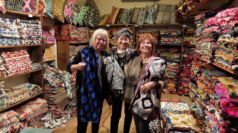 From left: Beatrijs Sterk, Reiko Sudo and Suhandan Özay Demirkan at the Grand Bazaar Istanbul looking for handwoven velvet!