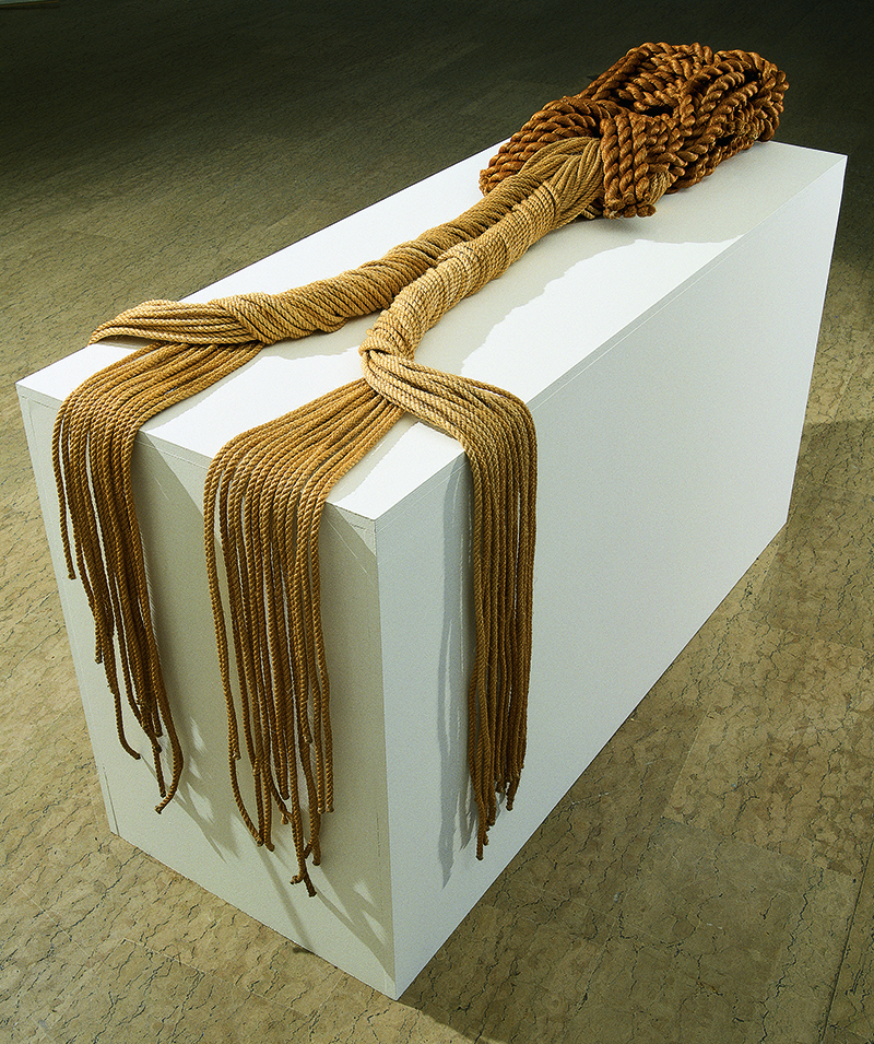 Françoise Grossen, Switzerland / USA: Cénotaphe, 1977; 270 x 45 25 cm; Manila hemp; collection & photo: Fondation Toms Pauli, Lausanne