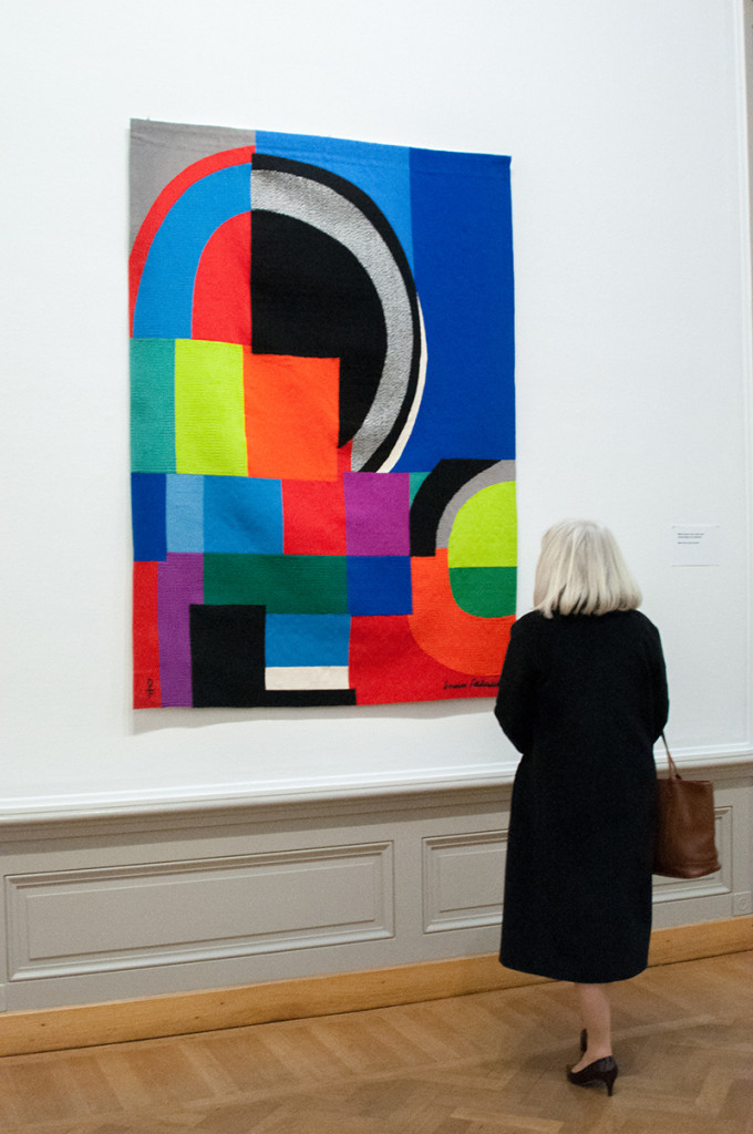 Sonia Delaunay (1885 – 1979 ), Ukraine/ France: La Courbe grise, 1970 – 1972; 135 x 183 cm; wool; collection Fondation Toms Pauli, Lausanne; photo Beatrijs Sterk
