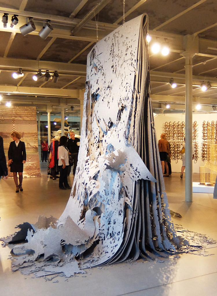 "Anna van Stuijvenberg / NL :""Do you see it, it doesn't see you"", 285 x 270 x 300 cm, 2015, own technique, industrial felt; Bronze medal; photo Beatrijs Sterk"