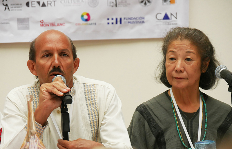 Yoshiko Wada (right) and Alejandro de Ávila at the opening of the 10th International Shibori Symposium
