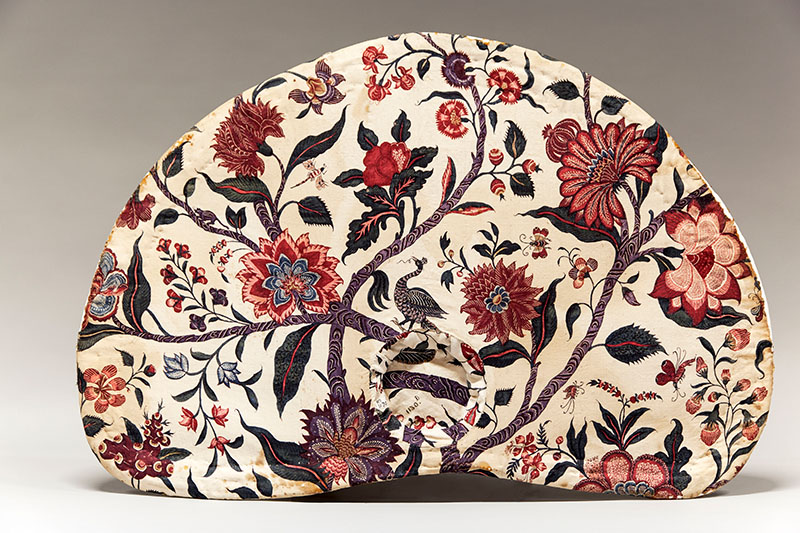 Hat with chintz lining, cotton dyed in chintz technique, India ca. 1730. Fries Museum Leeuwarden, collection Koninklijk Fries Genootschap; photo © fotostudio Noorderblik.